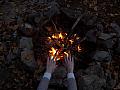 Computerspiele süchtig? Vom Feuer angezogen fühlen, sich die Finger verbrennen