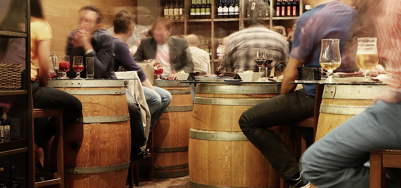 Webcare Plus - Realität Menschen in der Bar