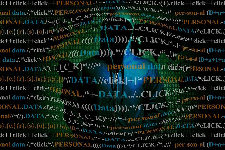 Person steht hinter Daten Vorhang