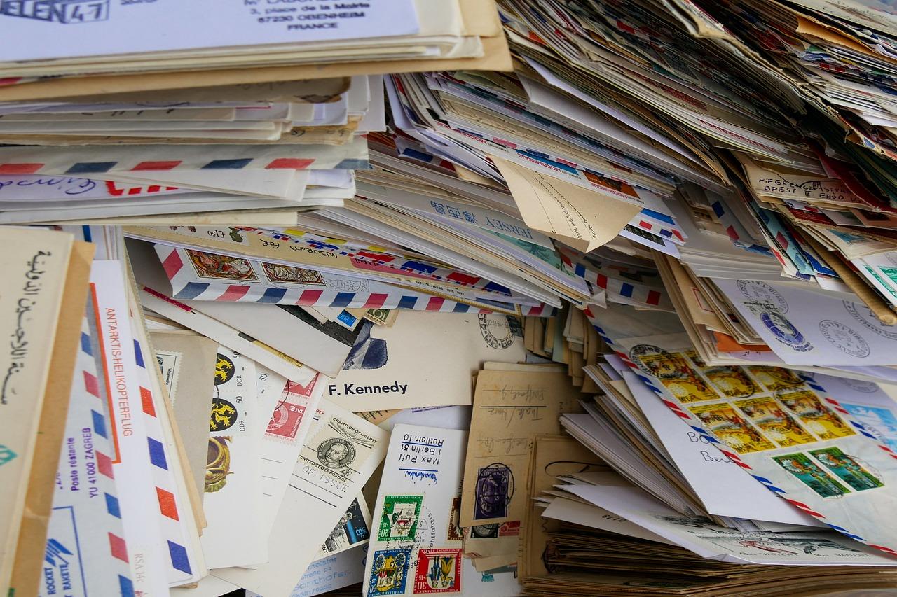 E-Mail-FLut: Viele Briefe auf einem Haufen