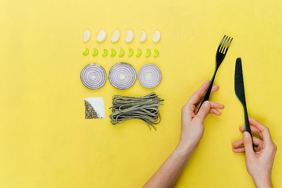 Gemüse ordentlich nebeneinander aufgereiht: Magersucht ist eine Essstörung, bei der jede Kalorien zählt.
