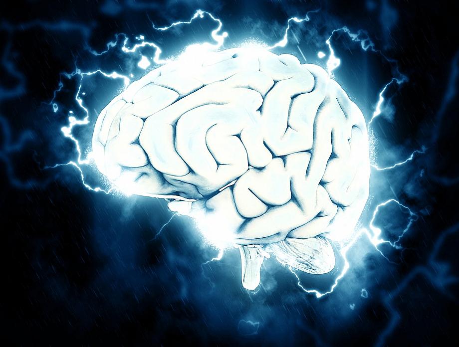 Gehirn mit Blitzen