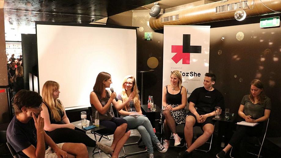 Gaming Girls, Sexismus in der Gaming Szene Podiumsdiskussion im Juni 2018 in Wien mit Natalie und mir in der Mitte