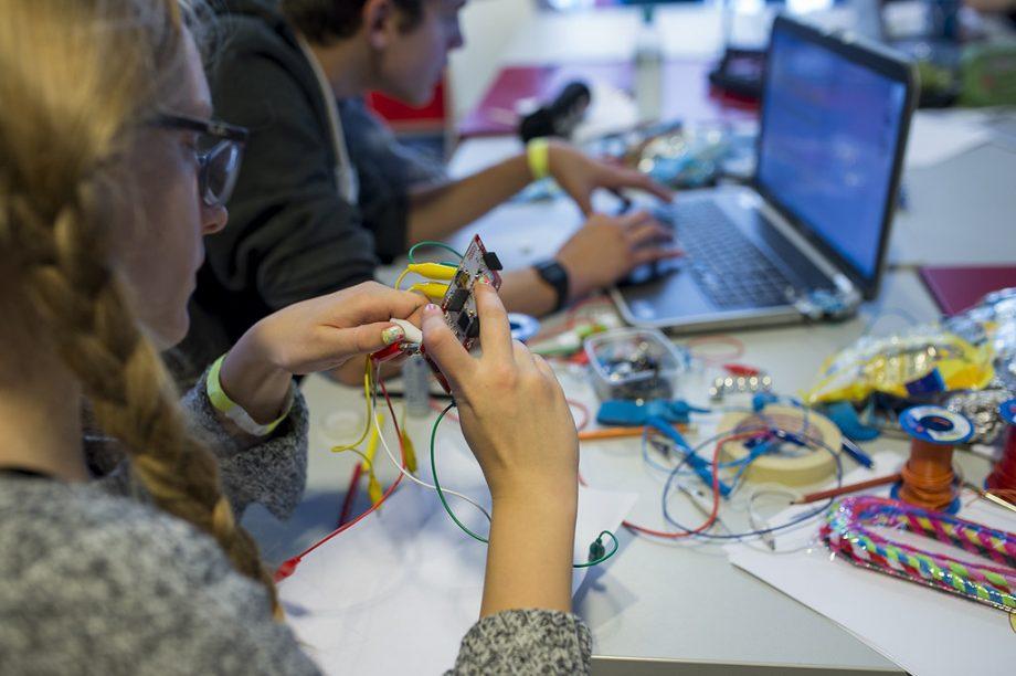 Elektronik-Basteln in einem Workshop