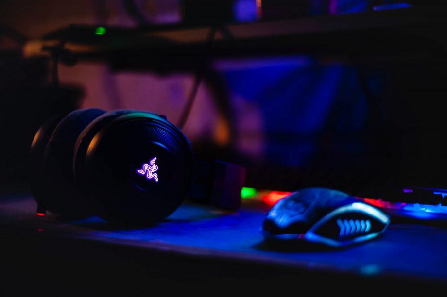 Gaming Maus und Kopfhöhrer