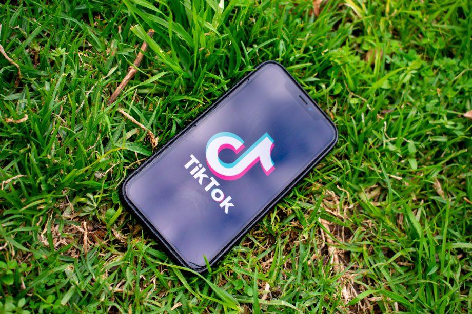 TikTok Logo auf Smartphone