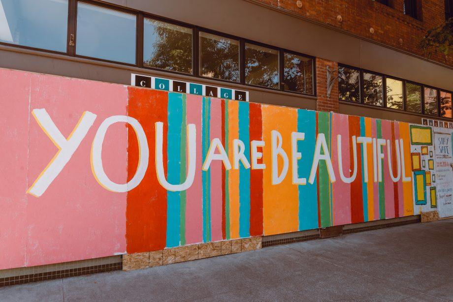 Schriftzug: You are beautiful! Du bist schön!