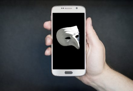 Phantom-Maske auf Handy-Display