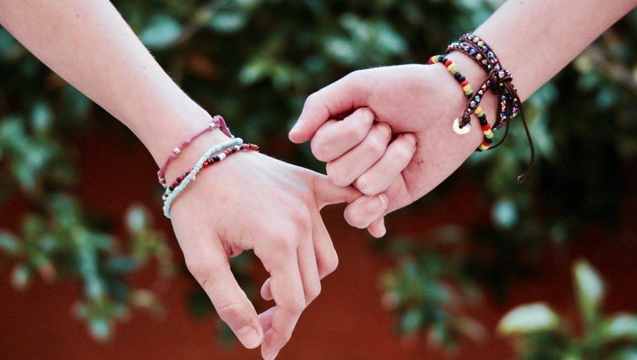 Nur freundschaft halten händchen Händchen halten